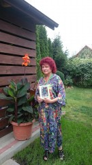 """""""Ogrody bezkresne"""" - najnowsza poezja iproza biłgorajskiej pisarki"""