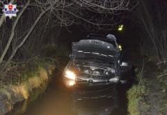 Zabrał cudzy samochód i... utopił go leśnym rozlewisku