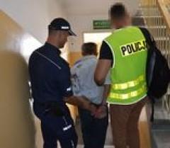 Groził policjantom piłą motorową. Trafił do aresztu