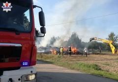Spłonęło około 400 bel słomy