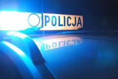 Podczas ucieczki przed policją wyskoczył zjadącego samochodu