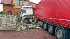 Ciężarówka wjechała wogrodzenie posesji [AKTUALIZACJA]