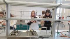Zajęcia laboratoryjne uczniów ONZ-etu na Uniwersytecie Medycznym