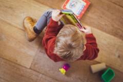 Zasiłek na opiekę nad dzieckiem znów wydłużony