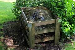 Kompostowanie albo oddawanie odpadów