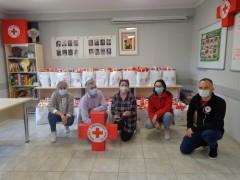 PCK przygotował paczki dla dzieci iseniorów