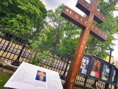 W Biłgoraju stanął krzyż epidemiczny