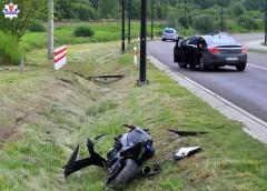 Motocyklista uderzył wskarpę