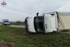 Nietrzeźwy kierowca dostawczaka doprowadził do wypadku