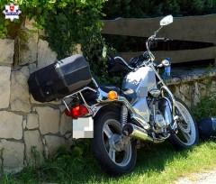 Motocyklista uderzył wogrodzenie