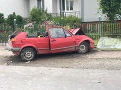 Volkswagenem wjechał wsamochód ciężarowy