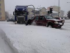 Stłuczki iauta wrowach. Śnieg paraliżuje drogi